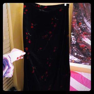 👗NEW ITEM👗VTG Kathie Lee black velvet/rose skirt